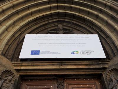 Informační banner k rekonstrukci Katedrály sv. Bartoloměje
